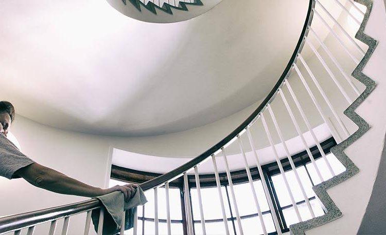 I dag skal vi tale om Trappevask i København. Bor du i en opgang, hvor der er mange trapper, som I alle sammen går op og ned af hver eneste dag?